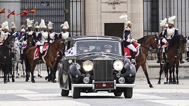 스페인 국왕 롤스로이스 탄 문재인 대통령 부부