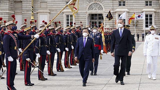 문재인 대통령, 스페인 의장대 사열