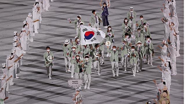 103번째로 입장하는 한국 선수단