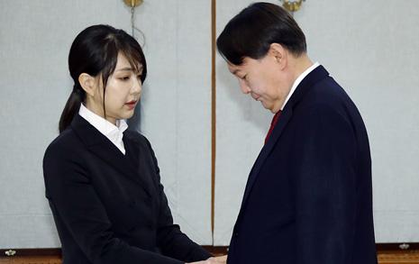 '윤석열 총장 후보' 시기, 김건희 전시 협찬사 28곳까지 늘어