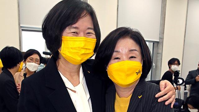 이정미 후보와 포옹하는 심상정 정의당 대선후보