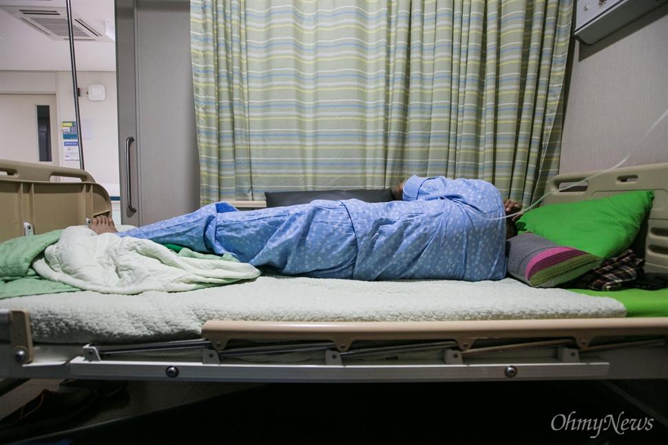허다윤 양의 아빠 허흥환씨는 추석을 팽목항에서 보내던 중 허리에 디스크 증세가 나타나 서울의 한 병원에 입원해 치료를 받기 시작 했다.