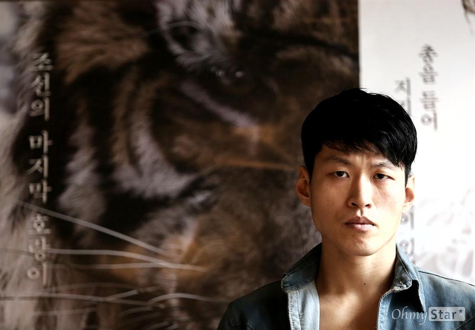 '대호'의 대호, 곽진석 영화 <대호>에서 호랑이 대역을 맡은 배우 곽진석이 14일 오후 서울 삼청동의 한 카페에서 포즈를 취하고 있다.