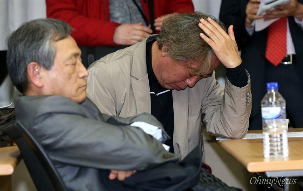 정부가 북한의 장거리 미사일 발사에 대한 대응조치로 개성공단 가동을 전면 중단하기로 결정한 가운데, 11일 오후 여의도 중소기업중앙회 회의실에서 개성공단기업협회 긴급이사회가 열렸다.