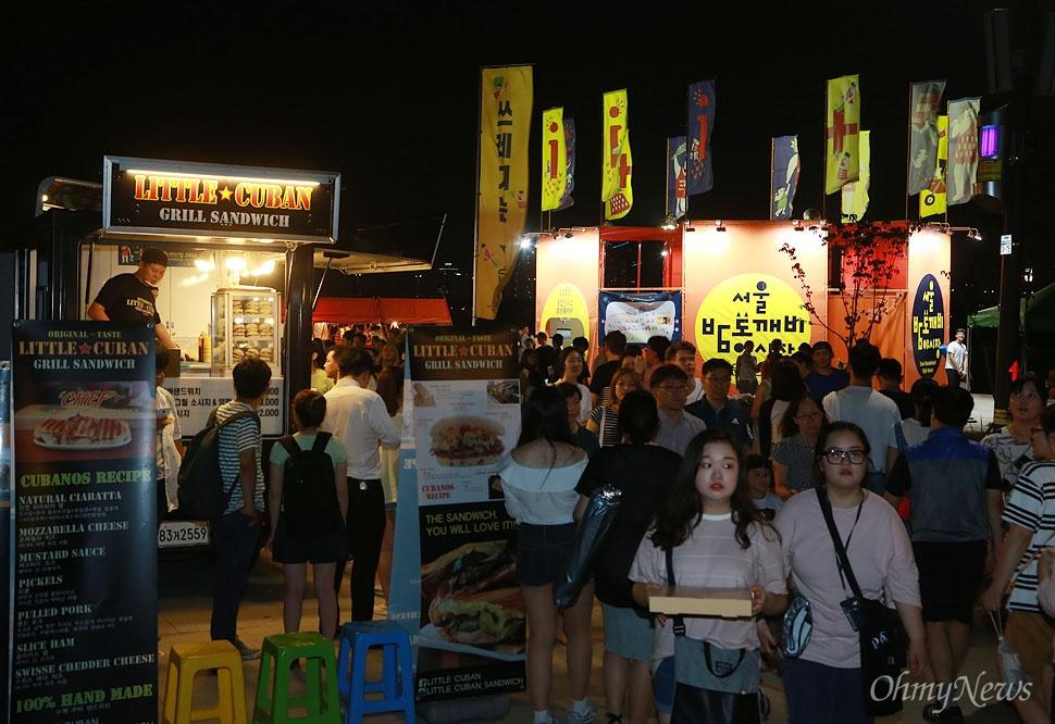 '서울도깨비야시장'은 밤이 되면 열렸다가 아침이 되면 사라지는 도깨비 같은 시장이라는 의미를 갖고 있다.