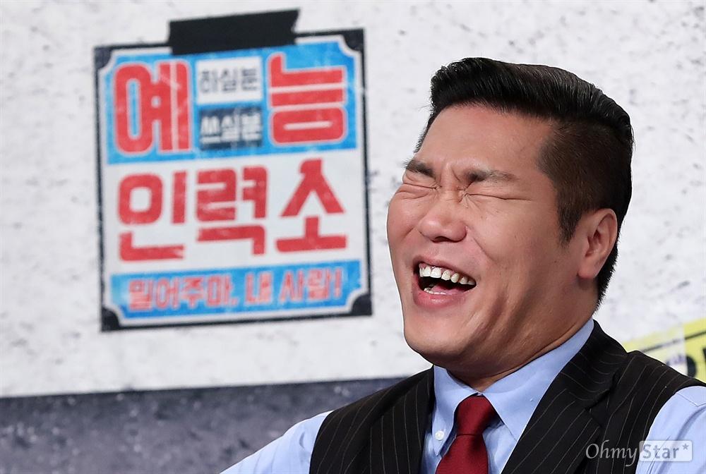 '예능인력소' 서장훈, 이제는 완전 예능인 21일 오전 서울 영등포의 한 웨딩홀에서 열린 tvN 예능인재발굴쇼 <예능인력소> 기자간담회에서 방송인 서장훈이 웃고 있다.  <예능인력소>는 예능 꿈나무, 예능 재도전자 등 아직 빛을 못 본 방송인들을 새롭게 조명하고 그들의 방송 일자리 찾기를 적극적으로 지지하며 방송계에 숨어있던 예능원석을 발굴하는 프로그램이다. 매주 월요일 오후 9시 40분 방송.