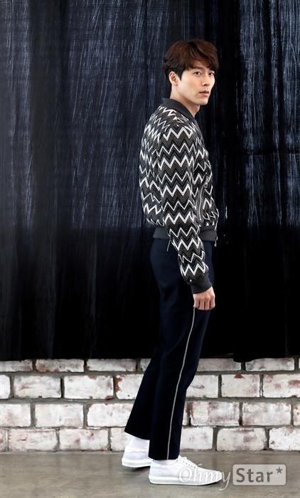 현빈, 찍으면 그냥 화보 영화 <공조>에서 북한 형사 림철령 역의 배우 현빈이 12일 오후 서울 팔판동의 한 카페에서 인터뷰에 앞서 포즈를 취하고 있다.