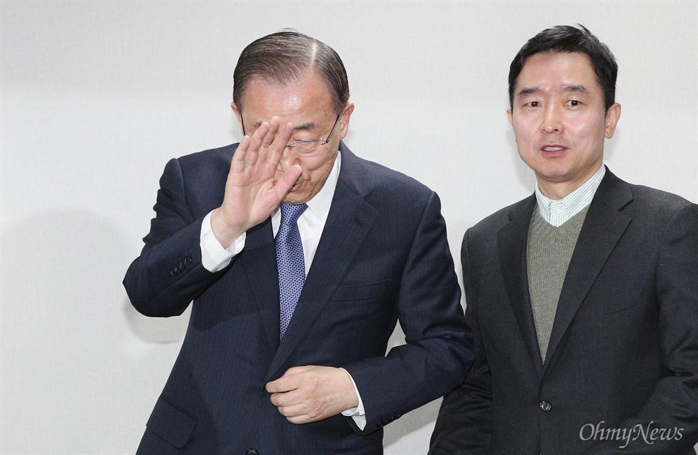 반기문 전 유엔 사무총장이 31일 오후 서울 마포구 자신의 대선 캠프에서 기자간담회에 참석하고 있다.