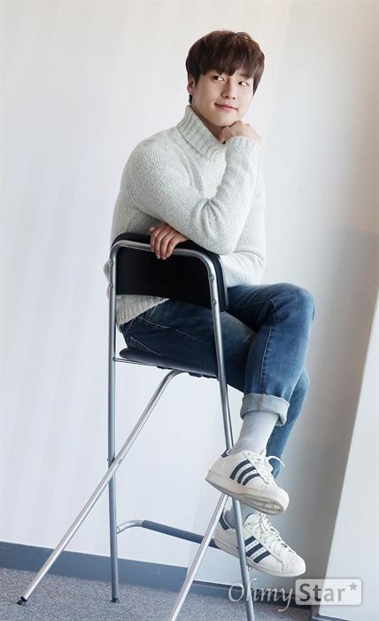 SBS 드라마 <사임당, 빛의 일기>와 <낭만닥터 김사부>에 출연한 배우 양세종이 31일 오후 서울 상암동 오마이뉴스 사무실에서 인터뷰에 앞서 포즈를 취하고 있다.