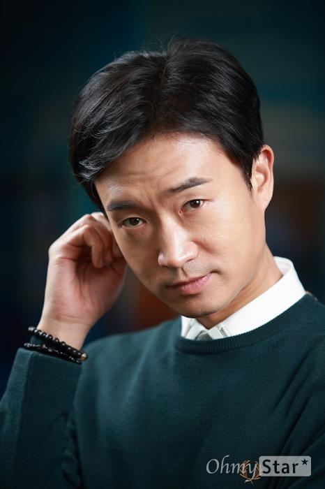 '신 스틸러' 배우 조우진 영화 <내부자들>에서 조상무 역을, 드라마 <도깨비>에서 김비서 역을 맡은 배우 조우진.
