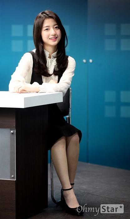 JTBC 금토드라마 <솔로몬의 위증>에서 고서연 역의 배우 김현수가 7일 오후 서울 상암동 오마이뉴스 사무실에서 인터뷰에 앞서 포즈를 취하고 있다.
