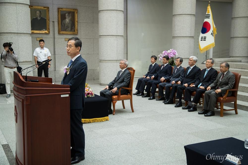 조재연 신임 대법관이 19일 오후 서울 서초구 대법원에서 조재연-박정화 대법관 취임식에서 취임사를 하고 있다.