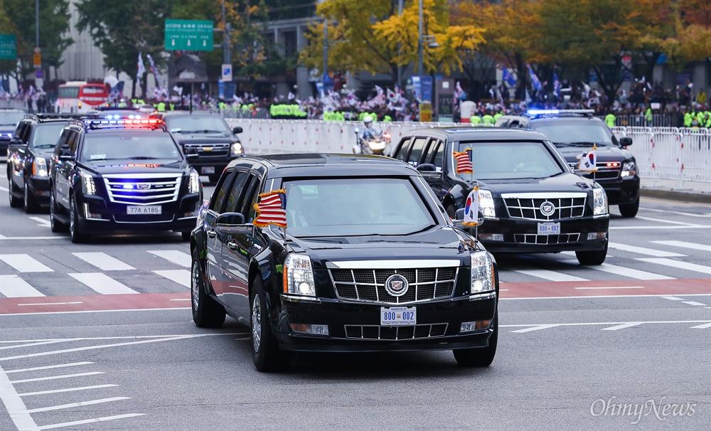 국빈 방한을 한 도날드 트럼프 미 대통령 차량 행열이 7일 오전 서울 광화문을 지나 청와대로 향하고 있다.
