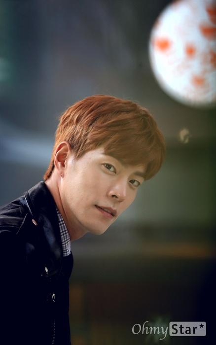 홍종현, 데뷔 10주년 데뷔 10주년을 맞은 배우 홍종현이 8일 오후 서울 청담동의 한 카페에서 포즈를 취하고 있다.