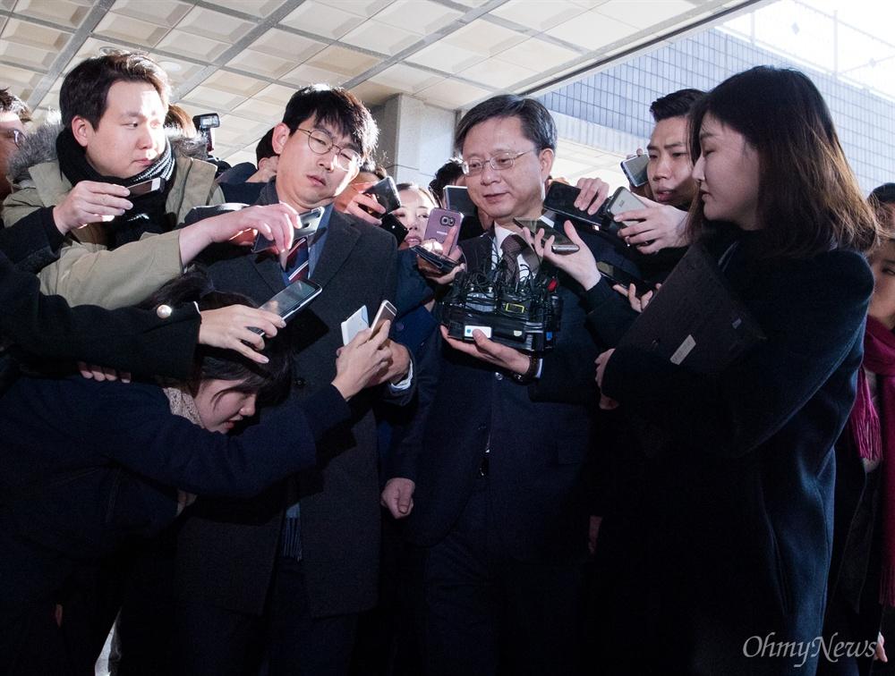 우병우 전 청와대 민정수석이 29일 오전 서울 서초구 서울중앙지검에서 조사를 받기 위해 출석하고 있다.