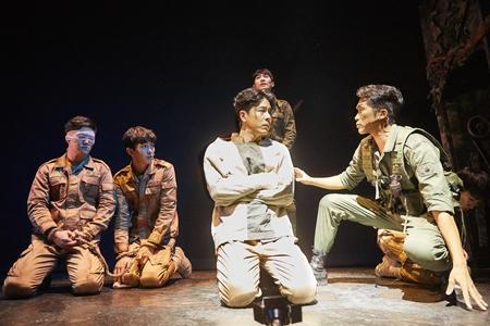 뮤지컬 <여신님이 보고 계셔> 홍우진 배우 출연 공연 사진 및 프로필 이미지