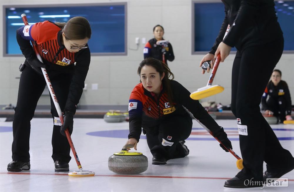 10일 오후 충북 진천 국가대표선수촌 컬링장에서 '2018 평창동계올림픽 G-30 미디어데이'가 열렸다.