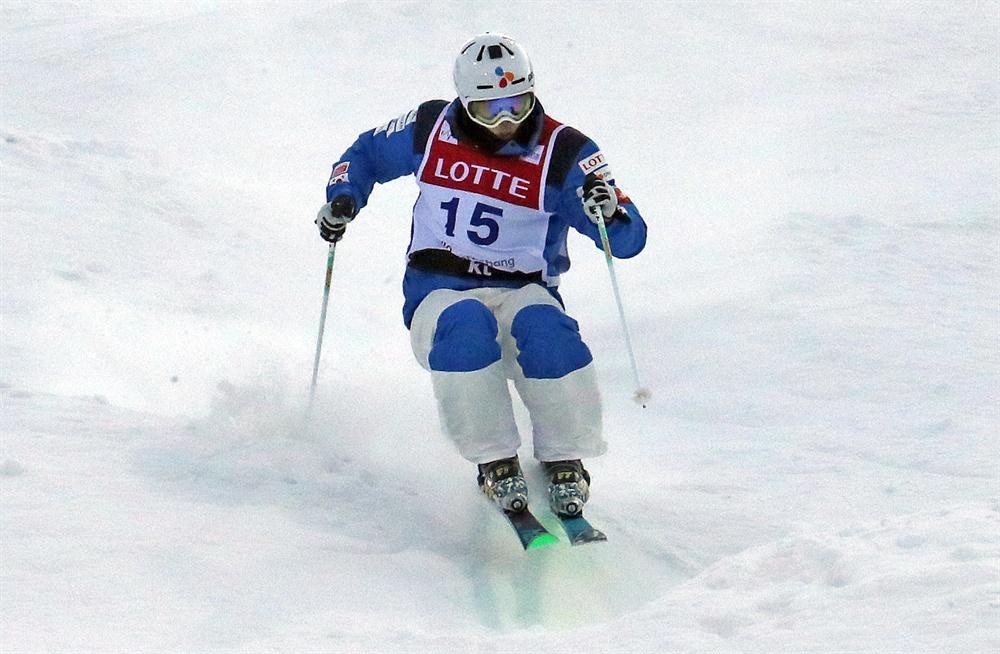 최재우 모굴 질주 지난 2017년 2월 11일 강원도 평창 휘닉스 스노우파크에서 열린 FIS 프리스타일 스키 월드컵 모굴 경기에 출전한 최재우가 슬로프를 내려오고 있다.