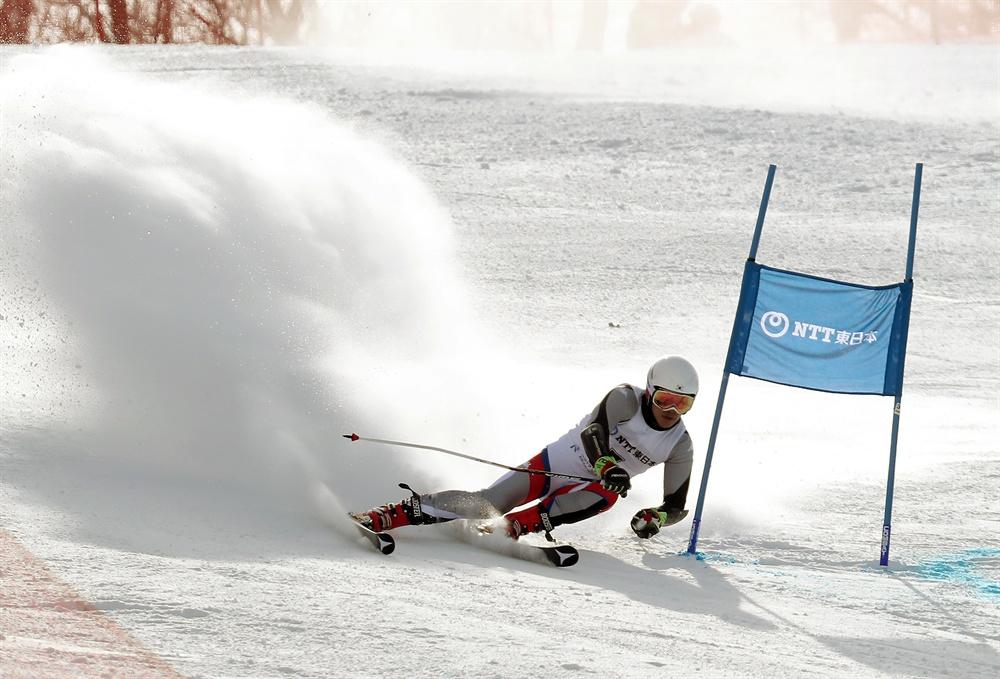 질주하는 정동현 지난 2017년 2월 22일 일본 삿포로 데이네 경기장에서 열린 2017 삿포로 동계 아시안게임 스키 알파인 남자 대회전 경기에서 한국 정동현이 질주하고 있다.