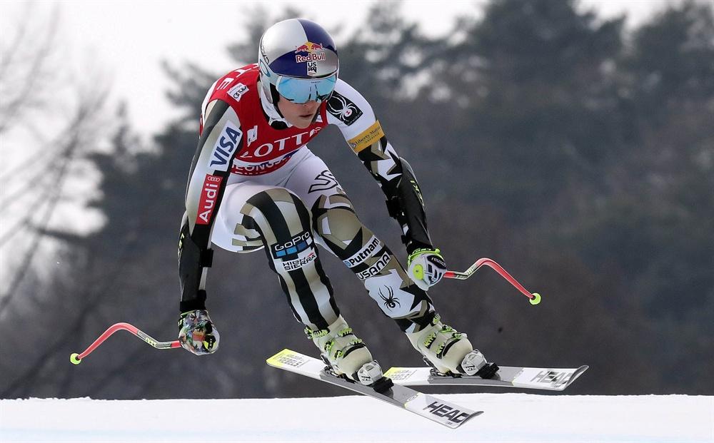 린지 본 '질주' 지난 2017년 3월 5일 오전 강원 정선 알파인 경기장에서 열린 '국제스키연맹(FIS) 알파인 월드컵' 여자 슈퍼대회전에서 린지 본(미국)이 질주를 하고 있다.