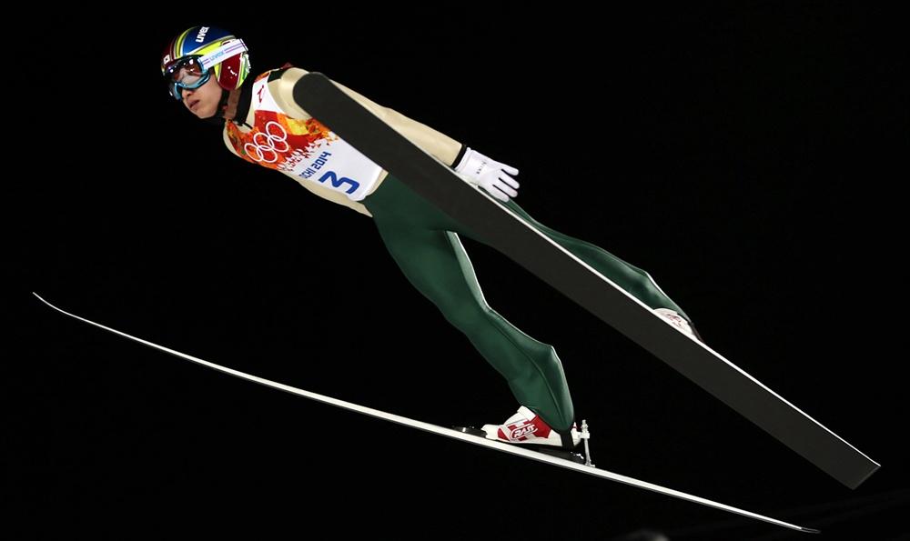 비상하는 스키 점프 최흥철  대한민국 스키 점프 국가대표 최흥철이 지난 2014년 2월 러시아 소치 산악 클러스터 러스키 고르키 점핑 센터에서 열린 남자 노멀힐 개인 1라운드 경기에 출전해 점프하고 있다.