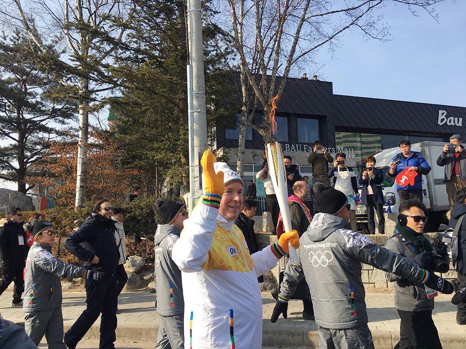 평창동계올림픽에 참석중인 모나코 국왕이자 IOC 위원인 알버트공이 9일 개막식 당일 평창 성화봉송 주자로 참여했다.