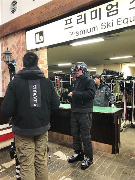 평창동계올림픽에 참석중인 슬로바키아 안드레이 키스카 대통령이 10일 용평 스키리조트를 방문해 스키를 탔다.