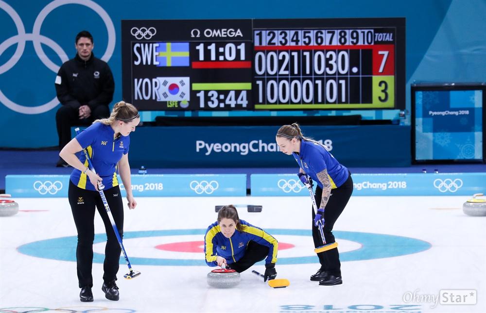 25일 강원도 강릉컬링센터에서 여자 컬링 결승전 한국과 스웨덴 경기가 열리고 있다.