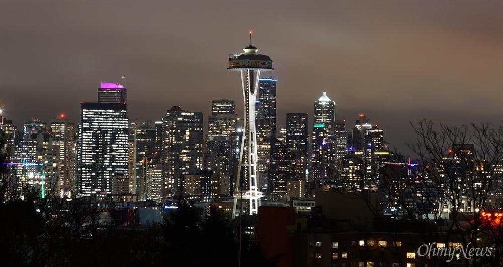 지난 2월 24일 시애틀 켈리 파크에서 촬영한 시애틀 도심 야경.
