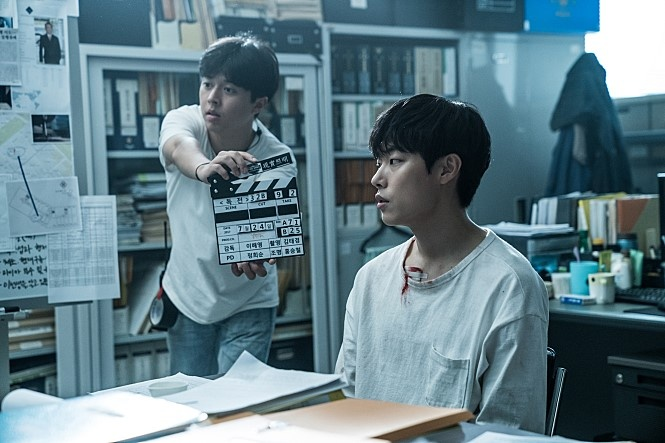 이해영 감독이 신경 써서 골랐다는 배우 류준열의 면티.