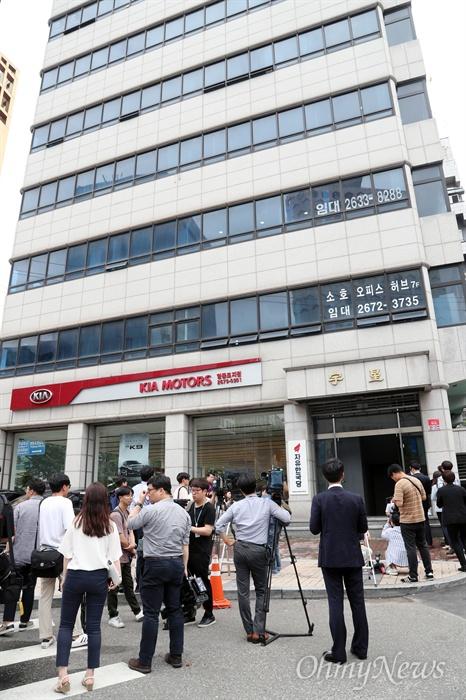 자유한국당 새 당사가 들어선 영등포 빌딩 자유한국당이 11일 서울 여의도를 떠나 영등포로 당사를 이전했다. 사진은 자유한국당 새 당사가 입주해 있는 우성빌딩.  이 건물의 2층과 3층을 사용할 것으로 알려졌다.
