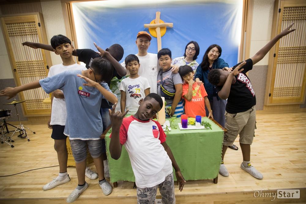 다문화학교 랩교실 <너를 보여줄 랩>의 학생들과 선생님 '우리는 초딩 래퍼'