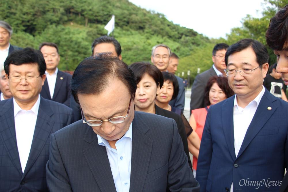 더불어민주당 이해찬 대표 등이 9월 1일 고 노무현 전 대통령 묘소를 참배했다.
