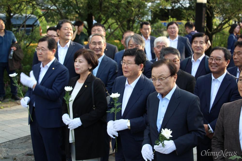 더불어민주당 이해찬 대표 등이 9월 1일 노무현 대통령 묘소를 참배했다.