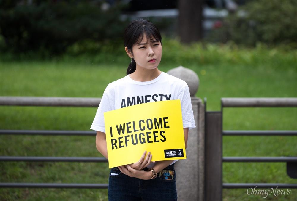16일 오후 서울 종로구 보신각 앞에서 국제앰네스티 한국지부, 난민인권센터, 경기이주공대위 등 난민지원단체의 주최로 난민 신청 체류자 등이 참석한 '난민과 함께하는 행동의 날' 행사가 열리고 있다.