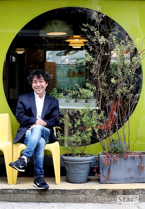 영화 '명당' 배우 박충선 영화 <명당>의 배우 박충선이 1일 오후 서울 팔판동의 한 카페에서 진행된 인터뷰에 앞서 포즈를 취하고 있다.