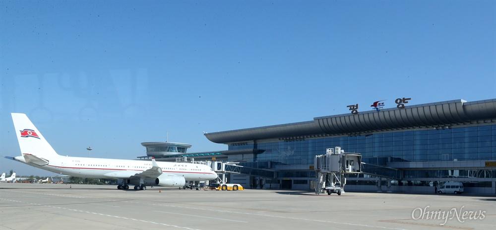 4일 오전 평양 순안국제공항에 고려항공 여객기가 주기장에 계류하고 있다.