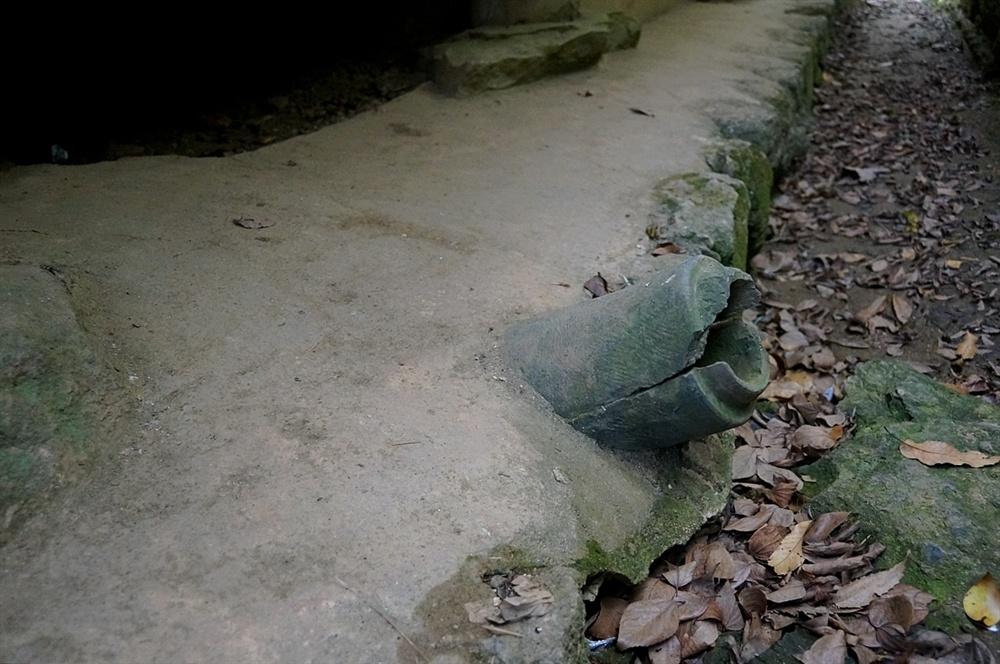 열화정 굴뚝  수키와 두 개로 포개 만든 굴뚝이다. 토방위에 불쑥 솟아 거북이 닮았다.