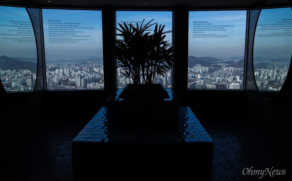16일 오전 서울 중구 서울N타워에서 며칠간 내려다 본 서울 시내는 미세먼지로 가득했던 대기가 일시적으로 좋아지면서 먼 가시거리가 좋아졌다.