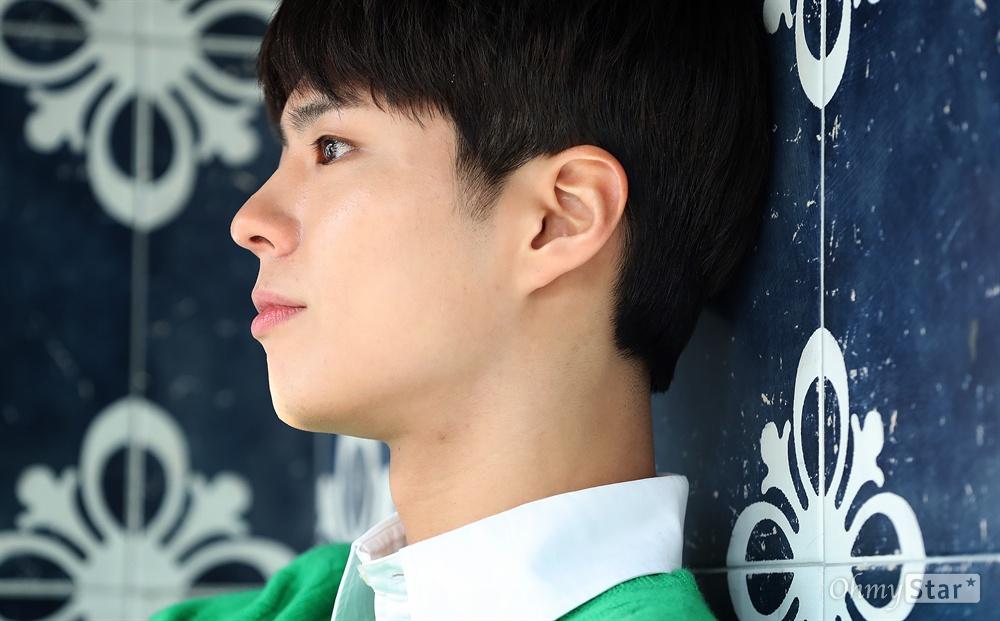 '남자친구' 박보검 tvN 수목드라마 <남자친구>의 배우 박보검이 29일 오후 서울 신사동의 한 카페에서 진행된 인터뷰에 앞서 포즈를 취하고 있다.