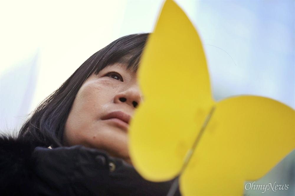 1일 오전 서울 종로구 옛 일대사관 앞에서 위안부 피해자 고 김복동 할머니의 시민장 영결식이 열리고 있다.