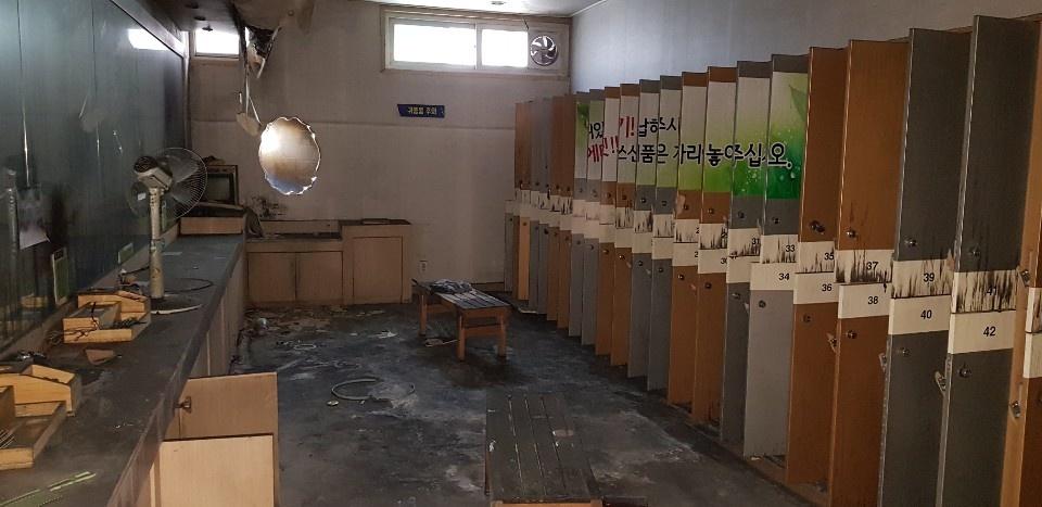 2017년 12월 21일 화재로 29명이 목숨을 잃은 제천화재 스포츠센터가 내달 철거를 앞둔 가운데 11일 오전 유가족에게 공개됐다.
