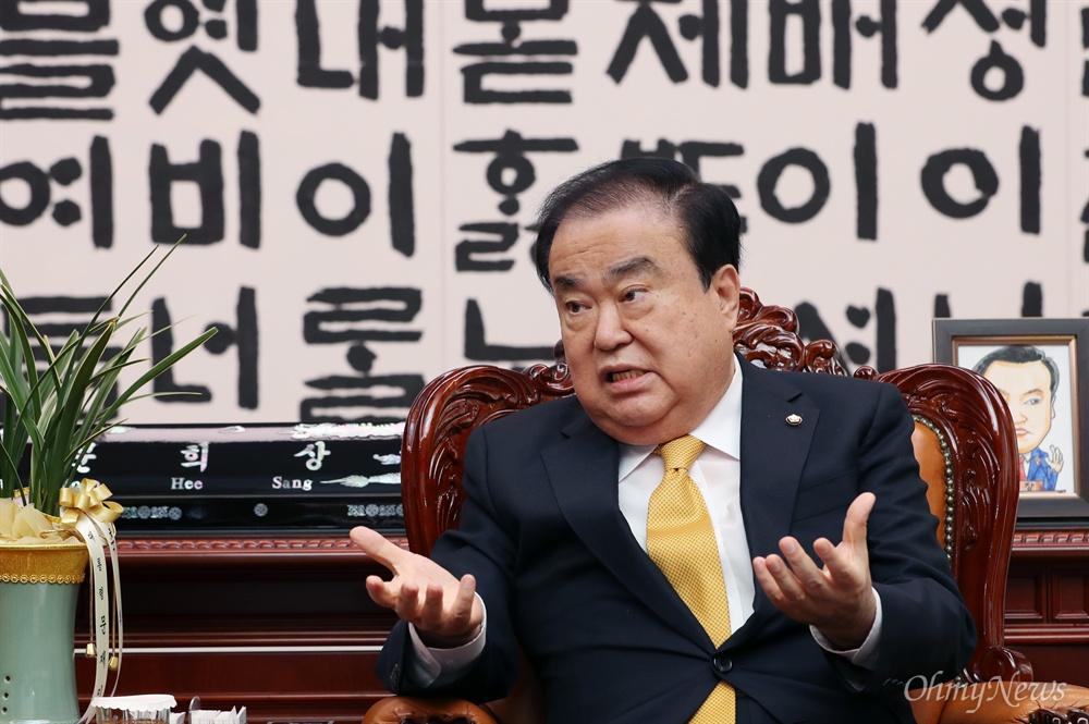 문희상 국회의장이 20일 서울 여의도 국회 의장집무실에서 창간 19돌을 맞은 '오마이뉴스'와 인터뷰하고 있다.