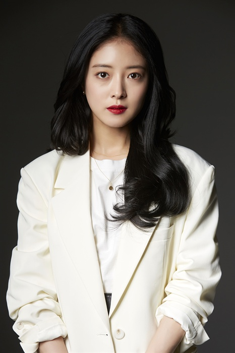 tvN <왕이 된 남자>에서 중전 소운 역을 연기한 배우 이세영.