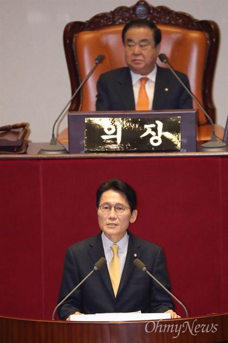 윤소하 정의당 원내대표가 20일 국회 본회의장에서 비교섭단체 대표발언을 하고 있다.