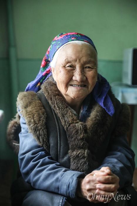 타지키스탄(Tajikistan)의 수도 두샨베에 사는 최 파밀리아 할머니는 1938년생으로 올해 82살이다.