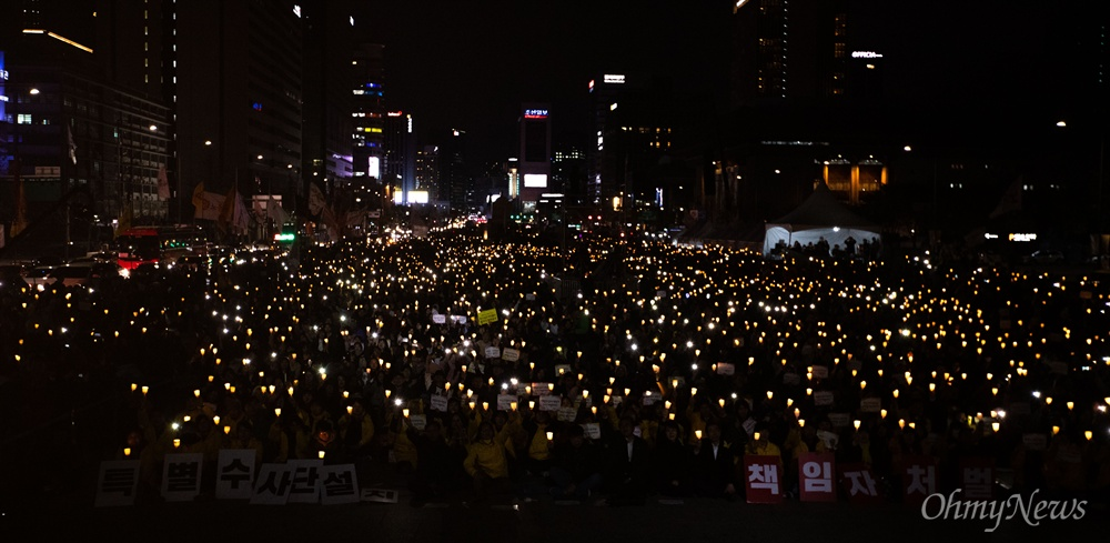 세월호 5주기를 앞둔 13일 오후 서울 광화문 광장에서 세월호참사 5주기 기억문화제가 열리고 있다.