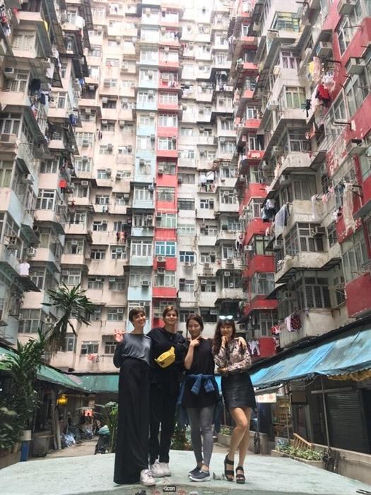 영화 <트랜스포머>의 배경 익청빌딩. 주민들이 사는 곳이니 꼭 조용히 사진만 찍고 빨리 떠나는 게 예의다.