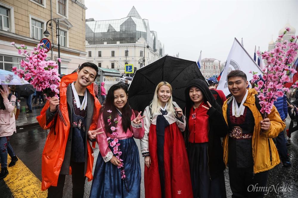 5월 1일 노동절에 러시아 블라디보스토크에서 만난 고려인 청년들.