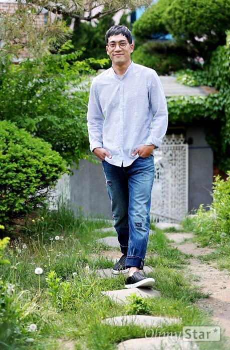 배우 안창환 SBS 금토드라마 <열혈사제>의 배우 안창환이 8일 오후 서울 서교동 오마이뉴스 사옥에서 진행된 인터뷰에 앞서 포즈를 취하고 있다.